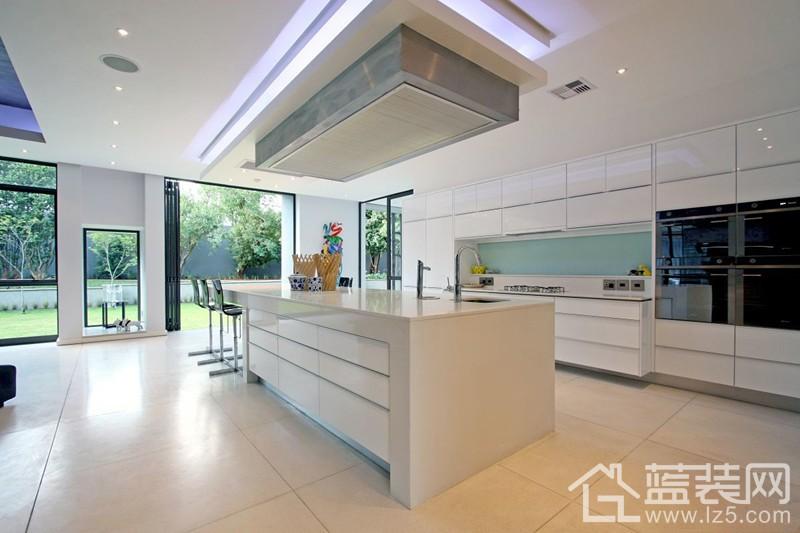 装修攻略 选建材 厨房用具 03 正文     所谓pvc板是泛指由塑胶或树图片