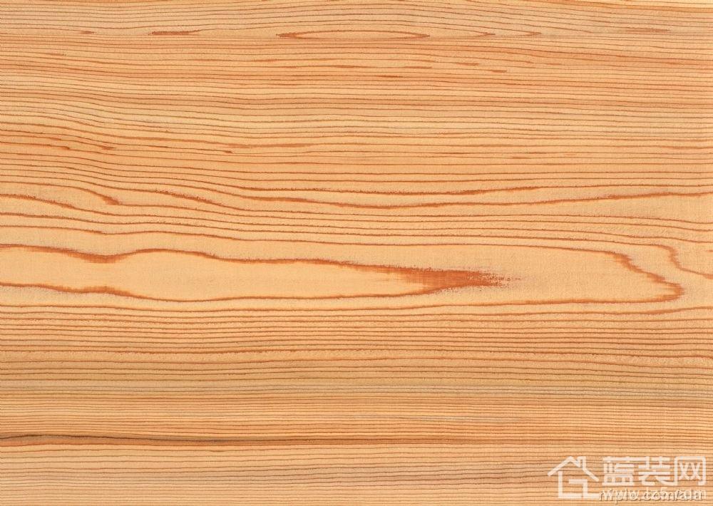 木地板铺装直接影响到地板的日常使用以及装修质量,所以我们在验收木地板时,一定要严格按照木地板安装验收标准进行。下面是西安蓝装网所认为木地板验收时的一些标准规则:    木地板安装验收标准一:查地板颜色是否一致   如果地板的色差太大,会直接性的影响到美观度。如果颜色一致,不存在色差,那么我们就需要看看地板表面的花纹是否一样。如果花纹也相差无几的话,那有可能是工艺木地板,而不是所谓的名贵木种的材质地板。   现在有的地板材料供应商,采用一般的木材材质地板,却在表面贴一层名贵木种的木皮以次充好,反面用铝泊