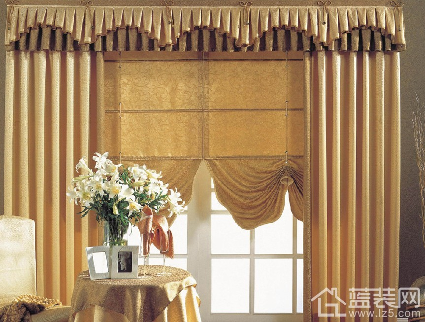 就室内设计而言,窗帘不仅有遮光的作用,更有美化的功能,它不仅